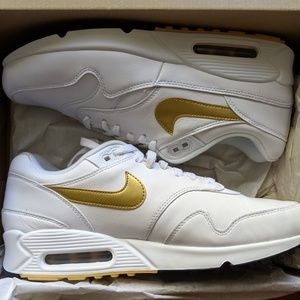 Men's Nike air max 90/ 1 Gold ( New ) sz 9